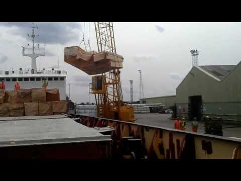 Stevedoring on Grimsby Docks