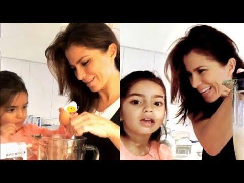 Alessandra Rosaldo y su hija Aitana preparan waffles juntas
