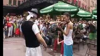 北京王府井帅哥美女大胆嘻哈秀