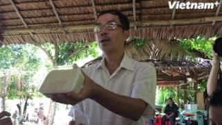 Lão nông làm sản phẩm thủ công từ cacao và cách làm rượu vang cacao