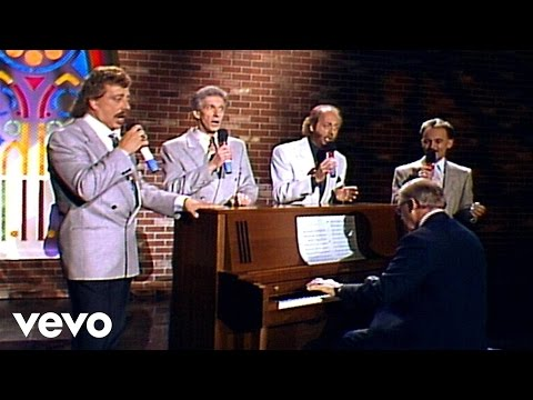 Bill & Gloria Gaither - This Ole House [Live] ft. The Statler Brothers