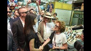 Virginia Raggi in visita al mercato di Via Sannio