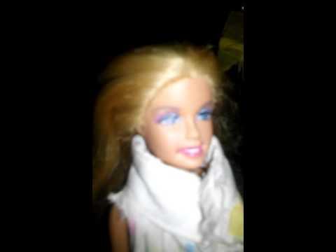 Барби делает уборку дома