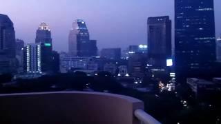 Номер в отеле в Бангкоке 160 квадратных метров Huge space in Bangkok hotel(Старый отель, конечно, но чистый и вид прекрасный. Номера дешевые и очень большие. Этот с двумя спальнями,..., 2017-01-28T01:06:42.000Z)