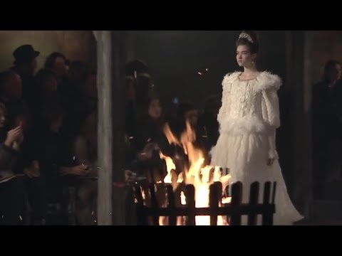 A tribute to Karl Lagerfeld Chanel Métiers d&39;Art show