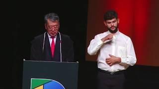 Durante a cerimônia, que ocorreu no Grande Auditório do Teatro Positivo, o presidente do TRE-PR, desembargador Luiz Taro Oyama, realizou a entrega do ...