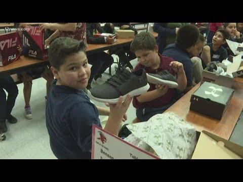 417 students at Ignacio Conchos School in Phoenix receive new shoes
