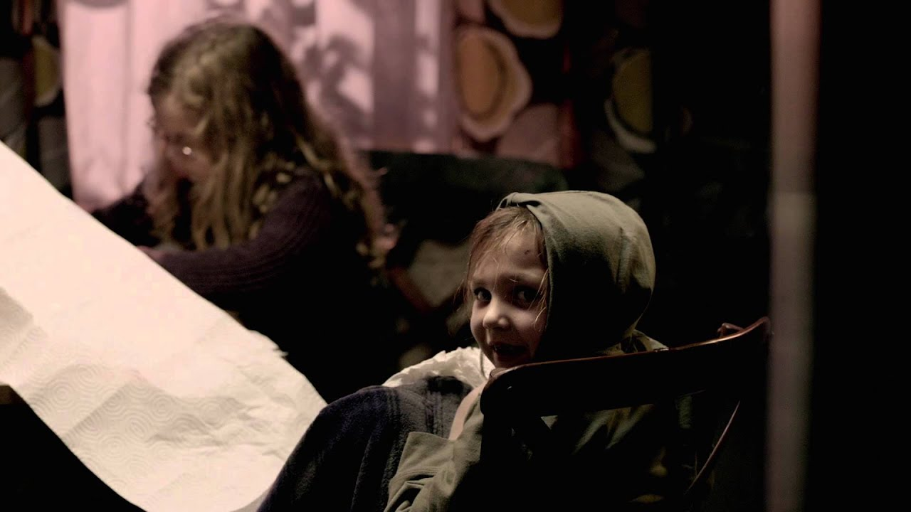 Download Mama (2013) - Blu-ray menu