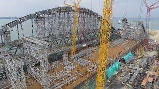 Крымскій мостъ 4К: Сборка фарватерныхъ арочныхъ пролётовъ