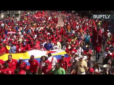 Les partisans de Maduro manifestent dans les rues de Caracas