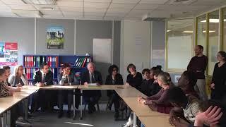 Gabriel Attal, secrétaire d'Etat à la jeunesse, face aux jeunes de la Mission locale d'Angoulême
