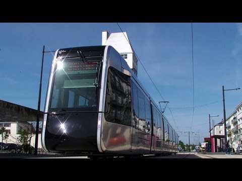 Le Tramway de Tours - The most impressive & beautiful tram in the world!