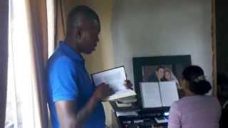 hino 1 ccb, tocando e cantado francês crioulo