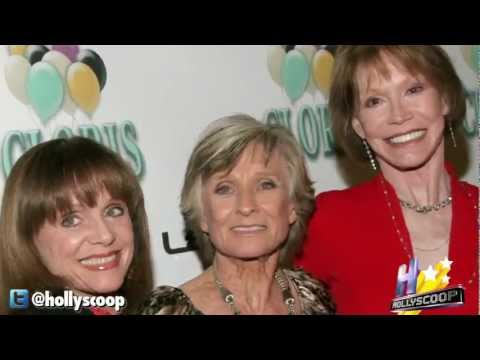 Download VALERIE HARPER AGREES TO DO 'MARY TYLER MOORE' REUNION