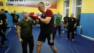 Валерий Крючков. встречная атака при прямом  ударе ногой.
