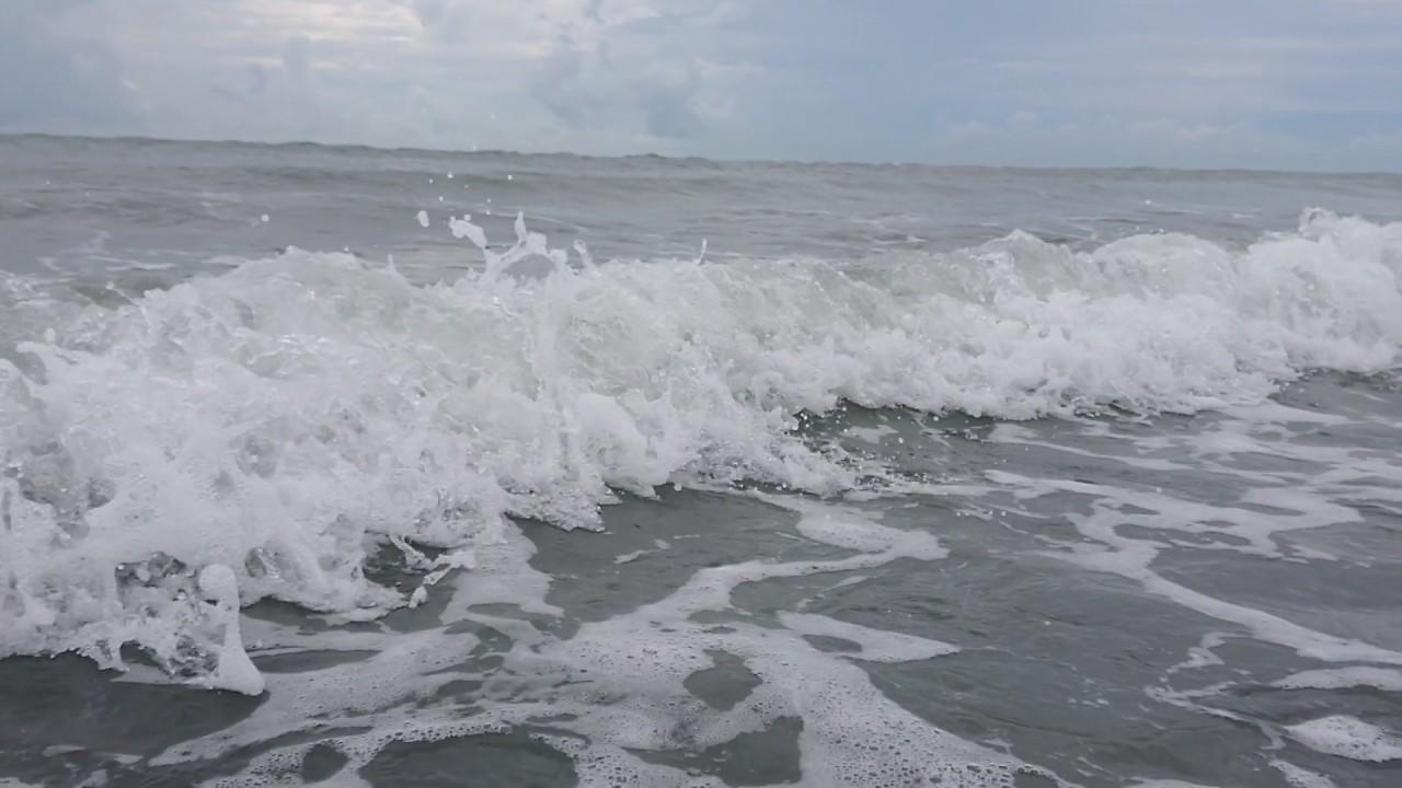 20200606 彰化線西鄉 肉粽角外海海堤沙灘 海浪XZ2 960fps慢動作 - YouTube