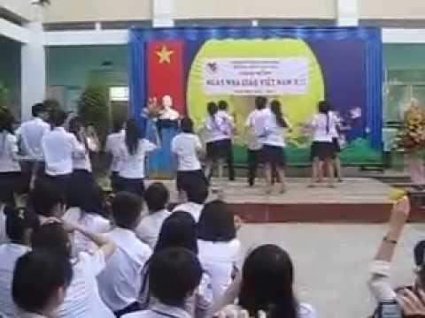 THPT Vĩnh Viễn - 12A3 Múa dân vũ Chicken dance và té nước thái lan
