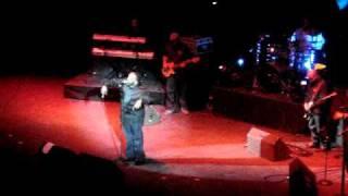 Marvin Sapp performs God Favored Me Live 2/18/2011