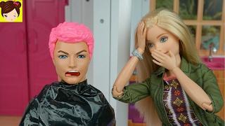 Barbie le Pinta el Pelo Rosa a Ken! - Historias con Juguetes Divertidos de Barbie