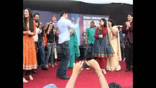 Salman Khan dancing on