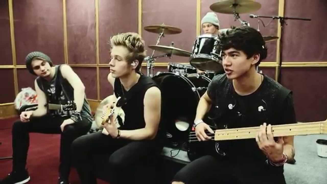 5 Seconds Of Summer - Billboard Music Awards 2014 (Part 1)