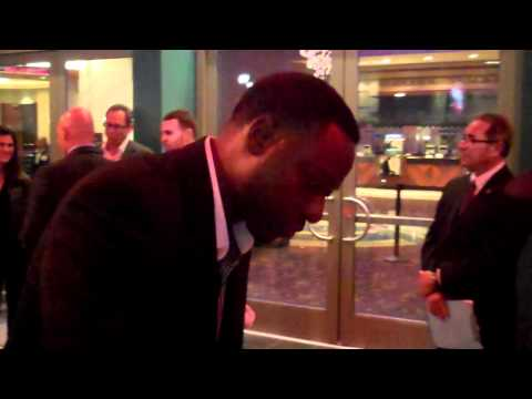 dohn norwood signing autographs at the hell on wheels premiere 10 27 11
