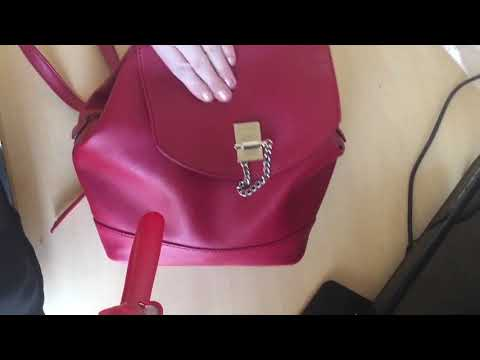What's in Rebecca J Ray's purse?