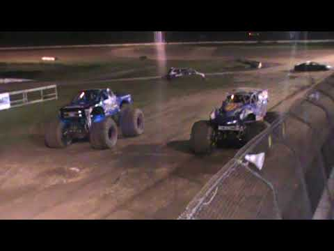 All American Monster Truck Tour - Overkill Evolution vs War Wizard (Racing Finals)