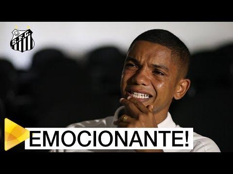 O choro de David Braz em sua homenagem de 200 jogos pelo Santos FC