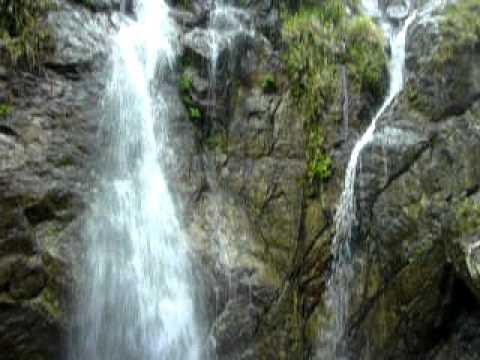 奄美大島のタンギョの滝近景(上下パン)