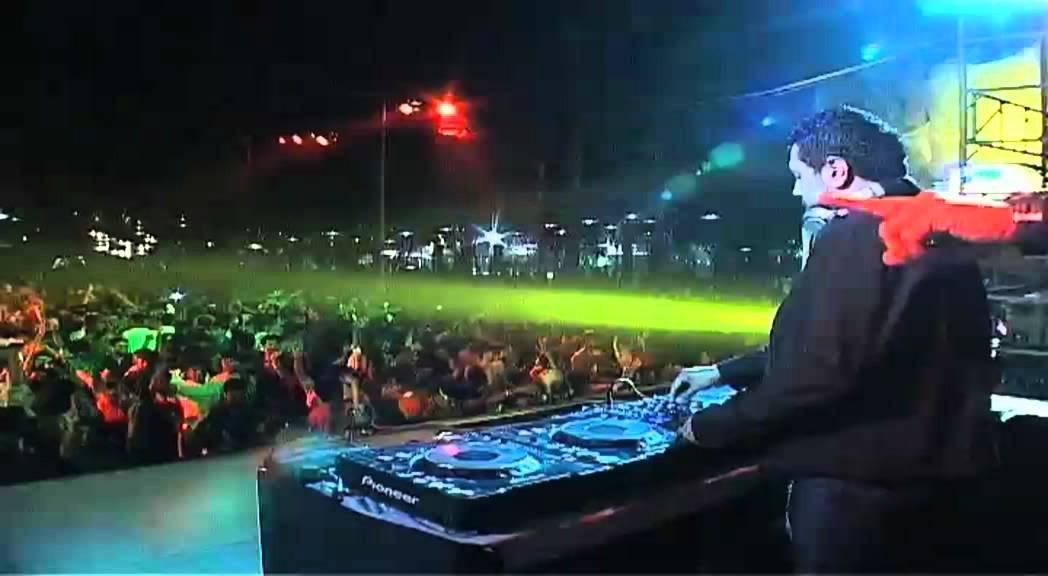 DJ Notorious LIVE @ Essel World New Years Eve 2009 ...
