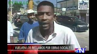 Repeat youtube video Policia Captado infraganti Tirando Como Loco En Mercado De San Cristobal