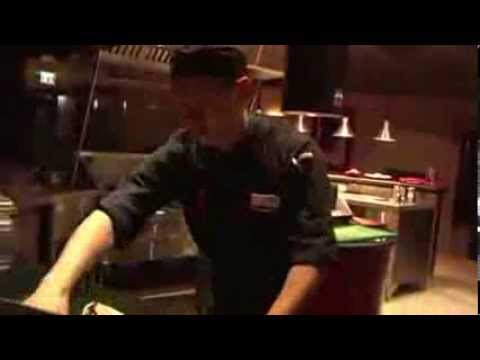Huanxi Yan make hand noodle