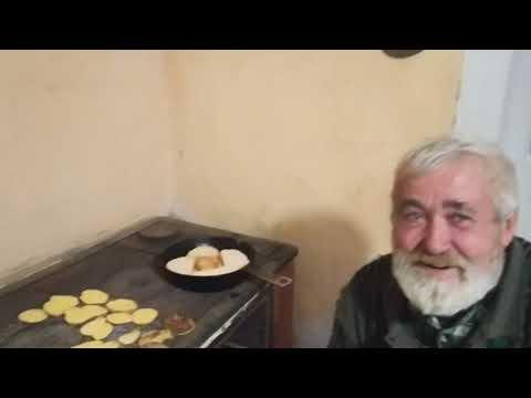 Голос Карпат: Йосип Роман та Іван Марушка розповіли про традицію пекти крумплі на шпорі