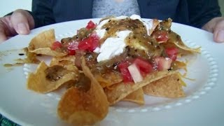 Eating Sounds - Fresh Tomatillo Salsa (Recipe) And Nachos
