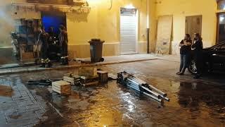 Paura in piazza Marcato, scoppia un incendio nella rivendita di legumi