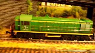Грузовые поезда.(На макете в движении: паровоз ТС-206 в составе пассажирского поезда, локомотивы ТЭМ1 и ЧМЭ3 в составе грузовых..., 2009-09-27T19:48:37.000Z)