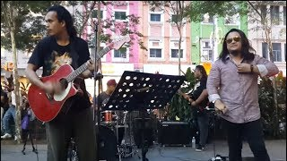 Download Mp3 Sambutlah Kasih-bro Rocker Suara Mantap Feat Sentuhan Buskers Cover Lovehunter