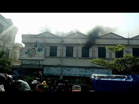 "Detik-detik kebakaran pasar raya 1 salatiga "" toko sumber sari"""
