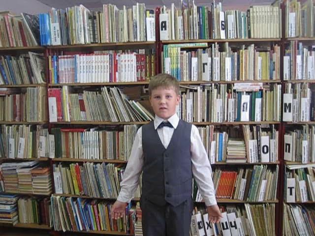 Изображение предпросмотра прочтения – КириллКолыгин читает произведение «Слава» К.М.Симонова