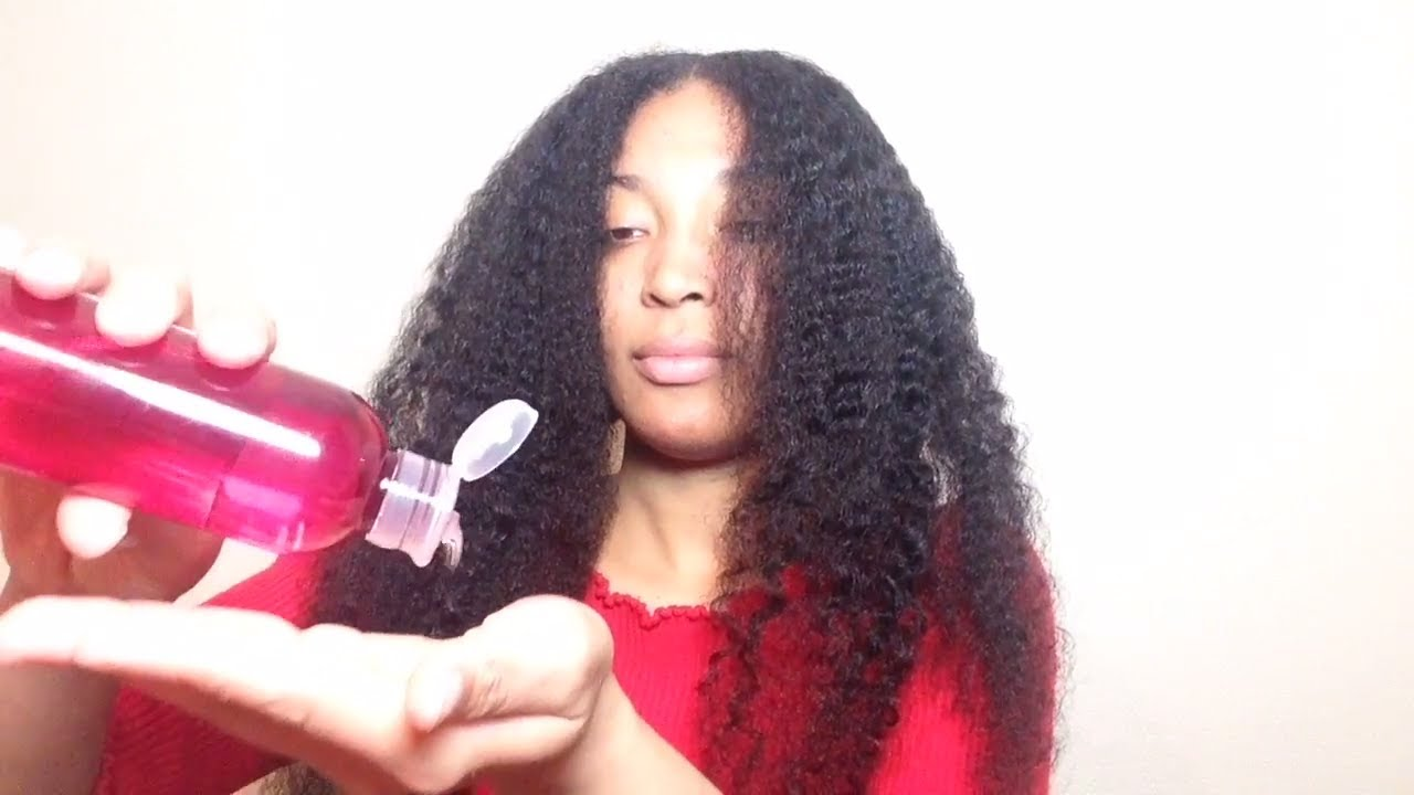Applying Fractionated Coconut Oil to my Hair !