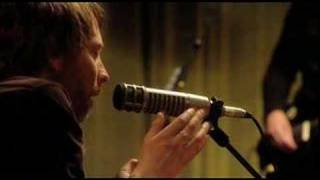Radiohead perform 15 step live for their VH1 special.