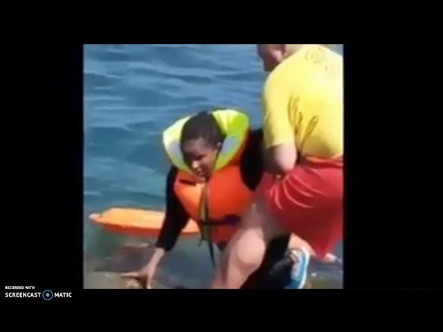 Rescate de dos migrantes, una de ellas en avanzado estado de gestación, en la playa del Tarajal,Ceut