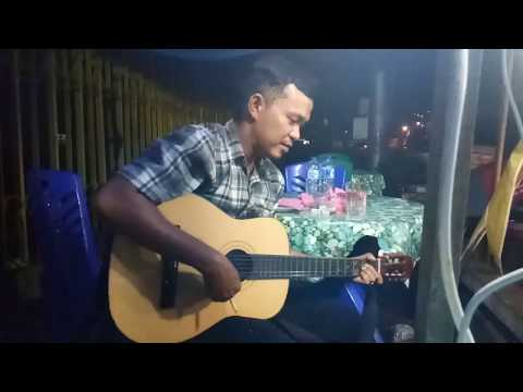 Orang jawa nyanyi lagu minang ( TAKICUAH DI NAN TARANG)  RATU SIKUMBANG