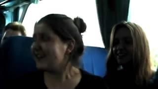Ребята отжигают песню Ю.Антонова на балалайке и домре в автобусе