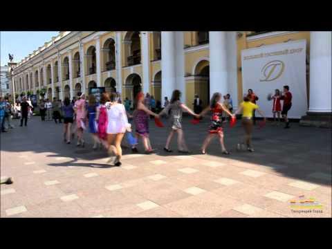 Танцевальный флэшмоб на День России