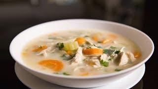 Куриный суп с рисом и лимоном.
