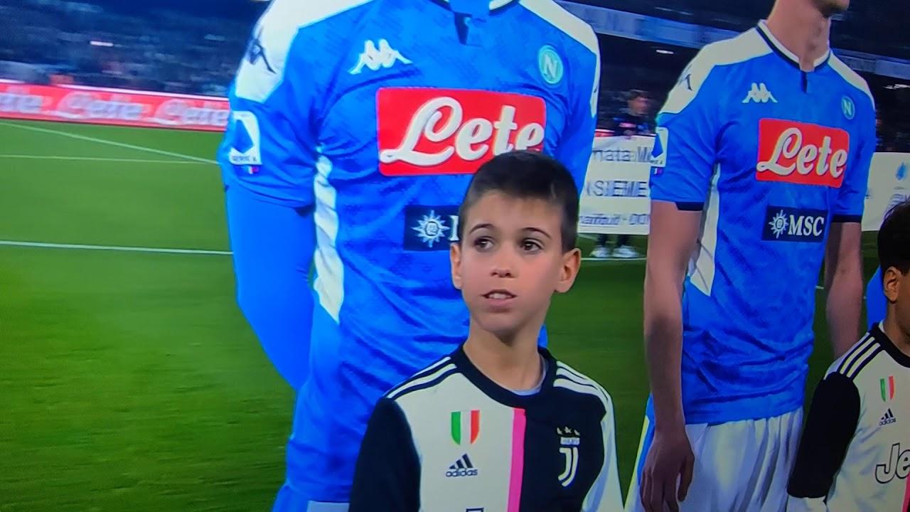 Bambino schifa la maglia della Juventus in Napoli Juventus del 26 gennaio 2020