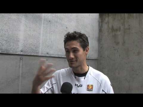 Jose Junior fra FC Nordsjælland folder sig ud som kameramand - www.442.dk
