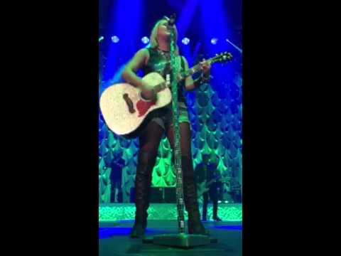 Miranda Lambert- Bathroom Sink- Moline, IL 10/17/15 - YouTube